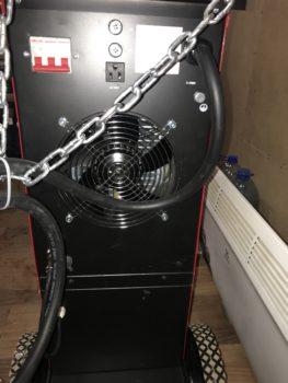 Задняя панель. Автомат выключения 63А. Розетка для подключения обогрева редуктора защитного газа. Вентилятор охлаждения.